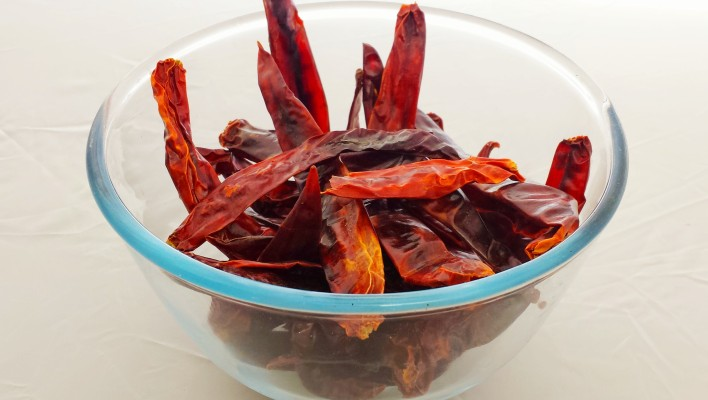 How to Make Chilli Paste Using Dried Chillies