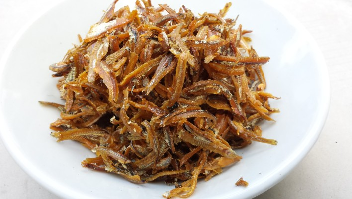 How to Prepare Ikan Bilis (Dried Anchovies)