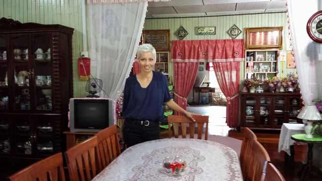 The Seterpa Homestay living room, with traditional kampung house furniture and decorations