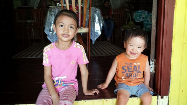 The kids finally make their way to the main house at lunch, and my kampung boy baby Noah decides to sit in his favourite spot - on the doorstep - a la Sukasuka Lake Retreat
