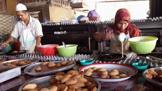 Street stall selling traditional Kelantan kuihs>