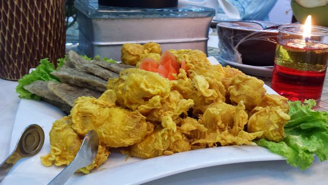 Assortment of fritters and keropok lekor - another uniquely Kelantan dish, that formed part of our banquet