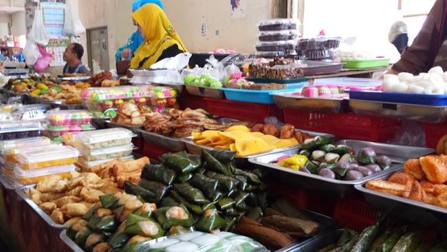 Kelantanese kuih ie. sweets and snacks