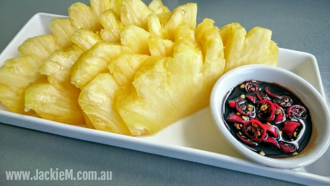 How to Cut and Serve Pineapple – Asian-style