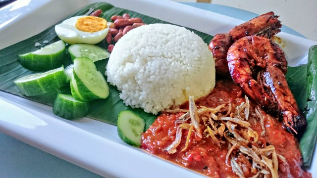 How to Cook Nasi Lemak with Assam Prawns
