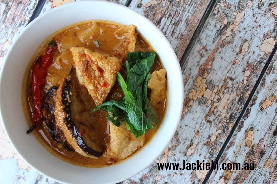 Curry-Laksa-with-Stuffed-Vegies