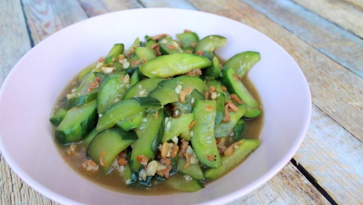 How to Cook Stir-Fried Cucumber (Low-Carb)