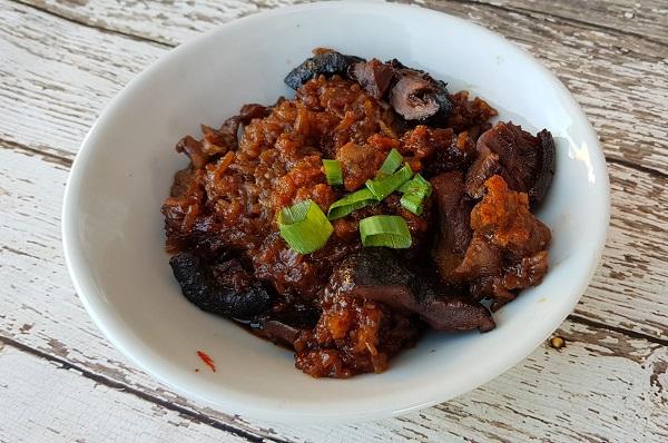 How to Make Loh Mai Kai (Sticky Rice with Chicken)