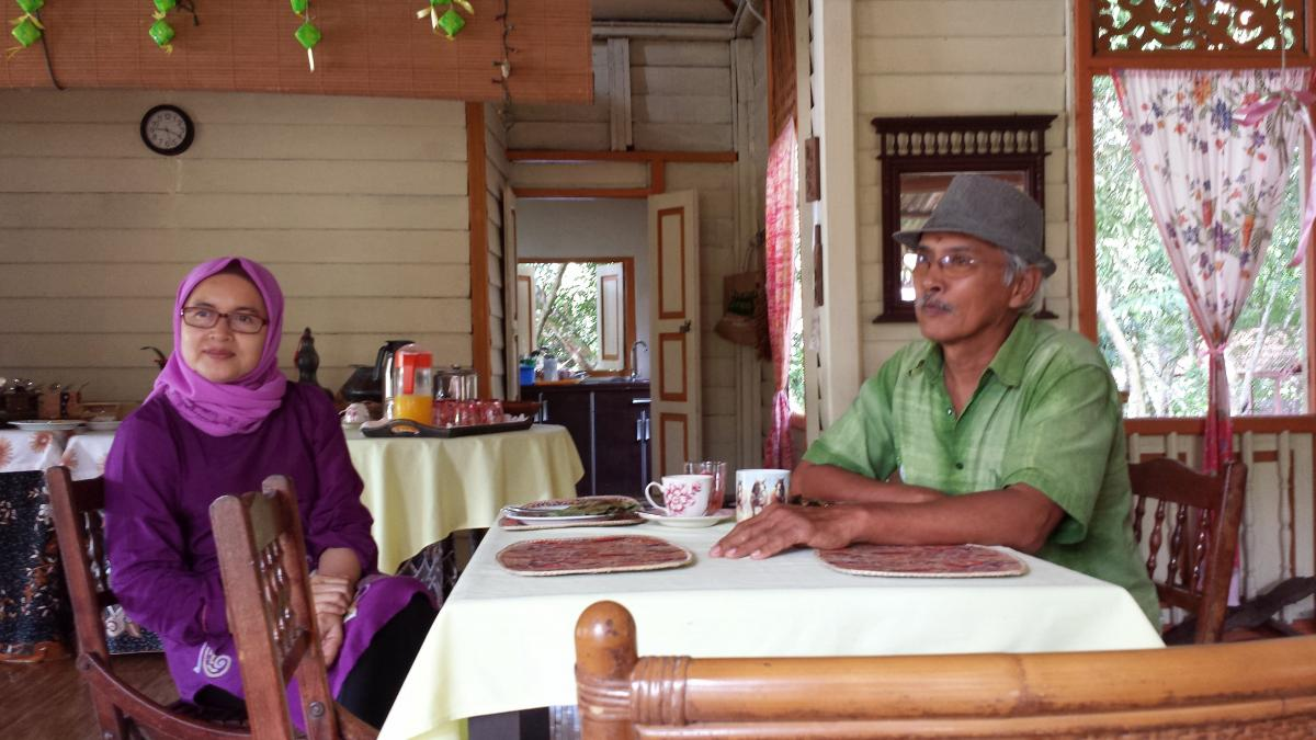 Mak Asiah and Pak Aziz of SukaSuka Lake Retreat