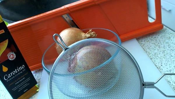 Utensils used in making fried crispy onions.