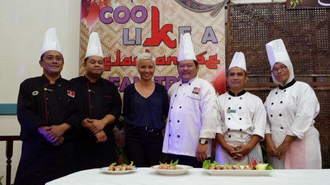 Photo-op with the chefs at Perdana Resort, Kelantan