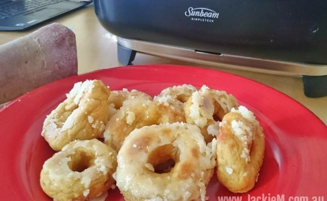 How to Make Sweet Potato Doughnuts (Kuih Keria)