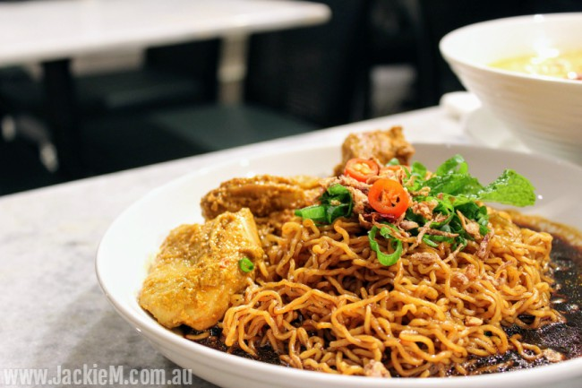 Dry Curry Egg Noodles with Curry Chicken
