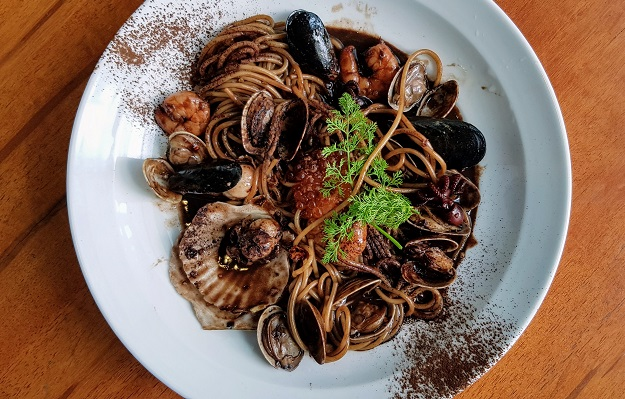 How to Cook Spicy Chocolate Seafood Pasta