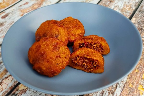 How to Make Cucur Badak (Stuffed Sweet Potato Dumplings)