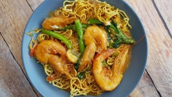 How to Cook Sang Har Yee Meen (Crispy Freshwater Prawn Noodles)