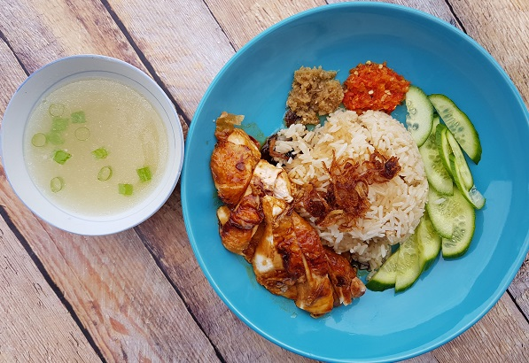 picture of assembled hainanese roast chicken rice