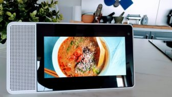 Lenovo Smart Display for Hands-Free Cooking