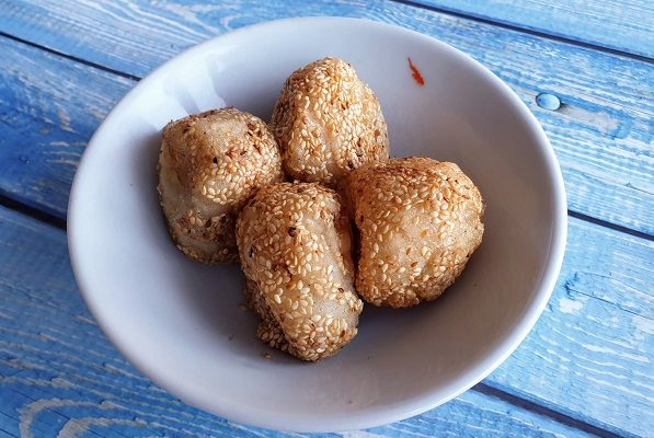 How To Make Deep-Fried Sesame Balls (Vegan)